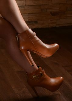 High-end, sophisticated Carrano Brazilian shoes for the modern woman. Fab Shoes, Shoes Heels Boots, Me Too Shoes, Heeled Boots, Wedge Boots, Beautiful Shoes, Fashion Boots, Platform, Wedges