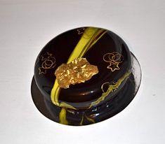 black cake, mirror glaze,sweet cake   #шоколадныйдекор #pastryart #cakemouse #foodfoto #newyearcakes #гляссаж #mirrorglaze #yummy #ukrainacake #безмастики #silikomartprofessional #foodstagram #darkcake