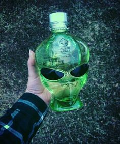 alien, green, and grunge image Alcohol Aesthetic, Alien Aesthetic, Bad Girl Aesthetic, Aesthetic Food, Water Aesthetic, Aesthetic Green, Best Water Bottle, Fiji Water Bottle, Choses Cool