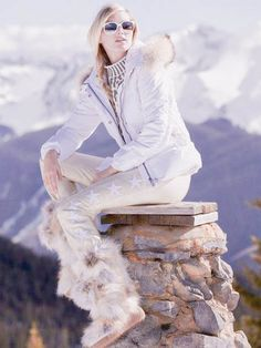 Fine luxury ski clothing, high-end apparel, ski wear and cashmere sweaters for the luxurious mountain lifestyle at Gorsuch Ski Fashion, Winter Fashion, Daily Fashion, Best Parka, Apres Ski Outfits, Ski Girl, Ski Bunnies, Snow Outfit, Winter Stil