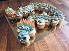 Dnt want cupcakes but I like the details Dragon Birthday Cakes, Dragon Birthday Parties, Dragon Party, Birthday Ideas, Dragon Cupcakes, Dragon Cookies, Fete Vincent, Henri 3, Dragon Baby Shower