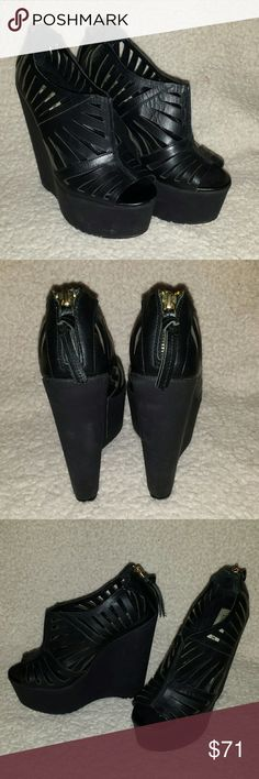 """Steve Madden Cutout Black Booties Size 6 These black size 6 Steve Madden """"Wiggles"""" are lightly worn with minor scuffing. They have a gold zipper in the back and are extremely light and comfortable. Steve Madden Shoes Wedges"""