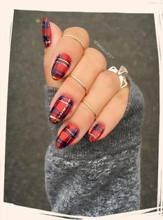 Give Yourself An Early Christmas Gift With One Of These Festive Nail Designs - Let your manicure show your holiday cheer - Photos Plaid nails Holiday Nail Art, Christmas Nail Designs, Fall Nail Designs, Plaid Nail Designs, New Years Nail Designs, Christmas Design, Cute Nails, Pretty Nails, Gorgeous Nails