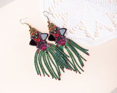 Unique micro macrame earrings Green Red Magenta por MartaJewelry