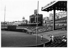 Monuments in play (in CF) in this incredible 1937 photograph of Yankee Stadium. Shea Stadium, Yankee Stadium, Baseball Park, Sports Baseball, Football, Sports Stadium, Stadium Tour, Damn Yankees, New York Yankees