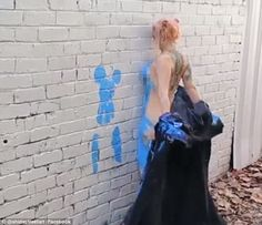 International artist Shida and a female friend turned their naked bodies into paint brushe. Chalk Artist, Street Painting, Female Friends, International Artist, Prom Dresses, Formal Dresses, Beautiful Words, Bodies, Melbourne