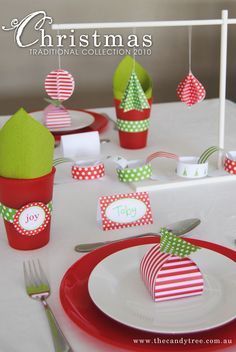 TraditionalPrintable Collection - features ared and green color palette, bright and fun...perfectfor children's Christmas parties!