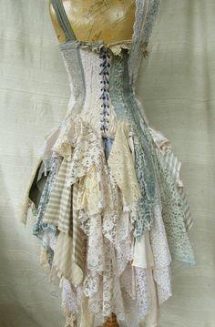 https://www.etsy.com/fr/listing/523279414/fait-sur-commande-de-robe-alice?ref=related-2