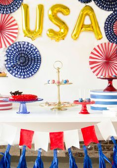 Lindi Haws of Love the Day shares tips and ideas for a patriotic dessert table for of July! 4th Of July Celebration, 4th Of July Party, Fourth Of July, July Birthday, Birthday Parties, Mylar Letter Balloons, 4th Of July Games, 4th Of July Desserts, Party Themes