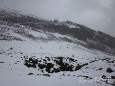 Monte Chacaltaya em setembro/2014. Ao longe a antiga estação de esqui.