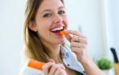 Moni hoitaa ihoaan ulkoisesti, mutta ihon kuntoon voi vaikuttaa myös ravinnolla. Anna.fi listasi 15 ruoka-ainetta, jotka auttavat ihoa pysymään kauniina.