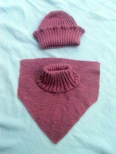 Ein Schlüpf-Schal mit passender Mütze im Set.     Weicher und warm für kalte Tage.    Alle Kinderschals, die ich stricke sind sehr bequem anzuziehen.