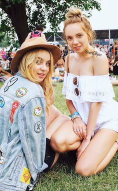 Festival babes Alexa Losey and Danielle Bradbery Alexa Losey, Danielle Bradberry, Country Artists, Festival Looks, American Rag, Her Music, Festival Outfits, Country Music, Style Icons