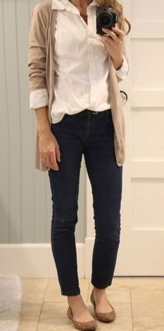 Nice 46 Fashionable Work Outfit Ideas To Look Cool Black Pants Outfit, Jean Jacket Outfits, Tan Cardigan Outfit, Mode Outfits, Casual Outfits, Fashion Outfits, Dress Casual, Cheap Outfits, Fashion Clothes