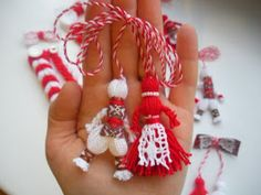 Wool Dolls, Yarn Dolls, Valentine Day Crafts, Christmas Crafts, Christmas Ornaments, Handmade Crafts, Diy And Crafts, Yarn Crafts, Paper Crafts
