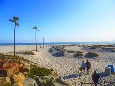 Playa con arena blanca, hermoso clima y hermosa vista.Para llegar a esta belleza lo puedes hacer por ferry o cruzar el puente que conecta a San Diego Ca. #coronadobay #californialove #sandiego #travel #instatravel #bay #usa #travelfamily #beach #travels #photography #photographer #instagram #instagood #playa #familyday #sand #bahia #coronado #sandiegoconnection #sdlocals #coronadolocals - posted by De vagos https://www.instagram.com/de_vagos03. See more post on Coronado at…