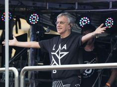 Asaltan a personal de #CaetanoVeloso tras un concierto en Bahía http://informe21.com/arte-y-espectaculos/asaltan-a-personal-de-caetano-veloso-tras-un-concierto-en-bahia?utm_content=bufferad035&utm_medium=social&utm_source=pinterest.com&utm_campaign=buffer #16Ene #Brasil