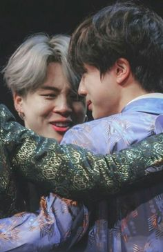 """Jimin knows how to take good care of the boys ♡ - A thread. Jimin Jungkook, Bts Taehyung, Bts Bangtan Boy, Jikook, Foto Bts, Boy Scouts, K Pop, Bts Cry, K Wallpaper"