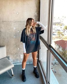 To make you more stylish Amazing Outfits for Winter for you. You are in the right place for these images. The best and most beautiful Outfit 2020 Wint. Teen Fashion Outfits, Mode Outfits, Look Fashion, Fall Outfits, Skater Girl Outfits, Summer Shorts Outfits, Simple Fashion Style, 80s Fashion, Short Outfits