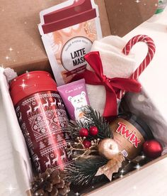 30 Unique Christmas gift box ideas easy and cheap – With Christmas coming, are you ready for Christmas gifts for family and friends? Have you considered a personalized Christmas gift box? Diy Christmas Baskets, Diy Christmas Gifts For Friends, Christmas Gift Box, Unique Christmas Gifts, Holiday Gifts, Santa Christmas, Xmas, Christmas Christmas, Christmas Photos