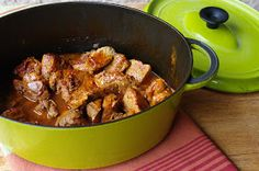 Sauté of Veal. Sauté of veal with paprika so tender! Mini Cocotte Recipe, Chicken Wings, Beef Recipes, Stew, Hamburger, Curry, Pork, Menu, Vegan