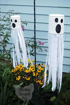 Do you love decorating for Halloween? We are sharing some incredible creative DIY Halloween Decorations you will be dying to share this year. 10 DIY Halloween Decorations to Die For Halloween Tags, Halloween Crafts For Kids, Outdoor Halloween, Holidays Halloween, Scary Halloween, Halloween Party, Halloween Costumes, Halloween Tutorial, Halloween Recipe