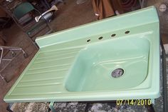 Illinois company that uses REAL porcelain to re-enamel vintage house parts; stoves, tubs, sinks.