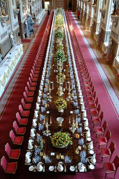State Banquet, Windsor Castle, England - Every plate, every glass, every fork is measured and it shows! Palais De Buckingham, St Georges Hall, The Royal Collection, Royal Residence, Windsor Castle, Royal Palace, Saint George, British Isles, Elizabeth Ii