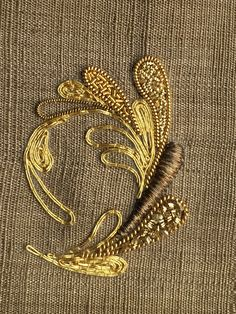 This Pin was discovered by Gül Embroidery Alphabet, Embroidery Works, Gold Embroidery, Embroidery Fashion, Embroidery Stitches, Embroidery Patterns, Art Textile, Lesage, Gold Work