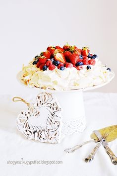 .: Pavlova torta Pavlova, My Recipes, Camembert Cheese, Pie, Sweets, Cooking, Food, Torte, Kitchen