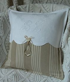 Sewing Pillows Pillow ~ Detail ~ this gives me the idea on updating a pillow without a lot of effort.or new pillows! Sewing Pillows, Diy Pillows, Decorative Pillows, Throw Pillows, Pillow Ideas, Cushion Covers, Pillow Covers, Linens And Lace, Quilted Pillow