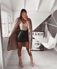 Stylish and cozy outfits for the cold winter days? Vorbei Have a look at us and get cheap and elegant outfits & accessories. ð Women Fashion Source by fmiryamuy outfits cold cozy Pinterest Mode, Pinterest Fashion, Look Fashion, Winter Fashion, Womens Fashion, Fashion Trends, Dress Fashion, High Fashion Outfits, Fashion Coat