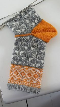 tantulltuss.blogg.se - Wool Socks, Knitting Socks, Textiles, Sewing Circles, Knitting Accessories, Knitting Patterns, Knitting Tutorials, Arm Warmers, Mittens