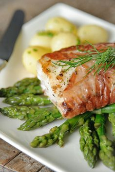 This site specializes in cooking in general and recipes in particular, such as chicken, meat, rice, and other recipes. Fish Recipes, Seafood Recipes, Dinner Recipes, Recipies, Tapas, Fast Food, How To Eat Paleo, Fish Dishes, Morning Food