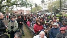 """#VERDURAZO: LARGAS COLAS DE GENTE PIDIENDO COMIDA EN PLAZA DE MAYO OTRA VEZ   LA VERDADERA ARGENTINA: PARA QUE EL MINI-DAVOS NO TE ENGAÑE LA REALIDAD APARECE EN ESCENA Crisis de productores: regalan 20 mil kilos de verdura en Plaza de Mayo Miles de familias nucleadas en la Unión de Trabajadores de la Tierra (UTT) llevan a cabo este miércoles desde las 11 en Plaza de Mayo el denominado """"verdurazo"""" que consiste en la donación de 20 mil kilos en verduras en el marco de la presentación de un…"""