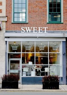 Sweet cambridge, ma shop дизайн экстерьера e дизайн. Cafe Restaurant, Restaurant Design, Harvard Square, Cozy Cafe, Cafe Bistro, Lovely Shop, Cafe Shop, Bath And Beyond Coupon, Shop Fronts