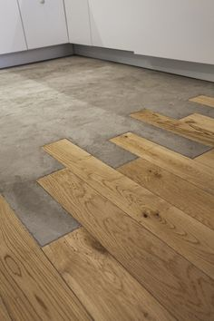 Wood Floor Texture Ideas & How to Flooring On a Budget Step by Step The floor is looking so smart. Wood Floor Texture Ideas & How to Flooring On a Budget Step by Step stunning use of materials Wooden Flooring, Kitchen Flooring, Hardwood Floors, Concrete Wood Floor, Wood Tiles, Garage Flooring, Wood Floor Kitchen, Concrete Shower, Dark Flooring