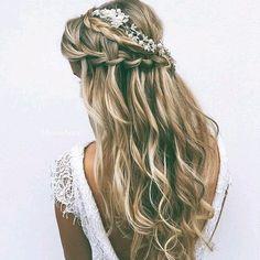 Daj się uwieść letnim trendom! Postaw na fryzury z kwiatami i zaurocz wszystkich dokoła siebie! - Strona 18