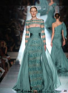 Jack Guisso ♥ #2 amaZing *Again Gorgeous Gown on an unattractive model;-(