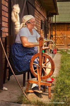 Wool spinning  Chunky Yarn in Maramureș – Îndrugat