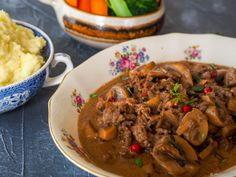 Norwegian Food, Pot Roast, Fall Recipes, Stew, Nom Nom, Bacon, Meat, Ethnic Recipes, Autumn