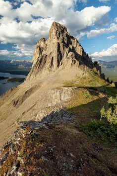 Find out what the best day hikes in Canmore and Kananaskis country are. From simple half day hikes to easy full day scrambles. Get Outdoors, The Great Outdoors, Banff Cabins, Lac Louise, Alberta Travel, Road Trip, Glacier, Hiking Photography, Canadian Travel