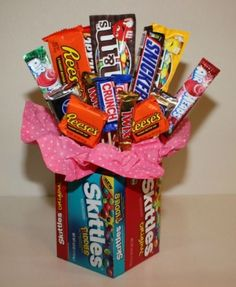 Making a Candy Bouquet. A fun gift to create for a special candy lover. This guide is about making a candy bouquet. Candy Gift Baskets, Birthday Gift Baskets, Valentine Gift Baskets, Raffle Baskets, Valentines Bricolage, Valentines Diy, Birthday Candy, Birthday Gifts, Candy Bouquet Birthday
