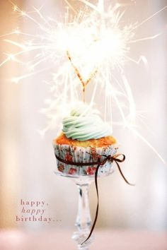 love this idea! Sparklers are the new candle...