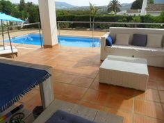 Piscina Spa, Terracotta Floor, Outdoor Furniture Sets, Outdoor Decor, Sun Lounger, Tile Floor, Tiles, Flooring, Terraces