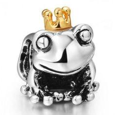 CHARM DE SAPO PRÍNCIPE - Pingente de sapo com coroa de príncipe encantado. Compatível com pulseiras da Parise Joias, Pandora, Vivara, Monte Carlo e Swarovski. Tamanho: 1,3cm x 0,9cm. Espaço para passagem da pulseira: 0,4cm. Pode também ser usado em corrente ou pulseira malha rabo de rato. Joia com banho de Prata 925. Só R$ 39,00!!!