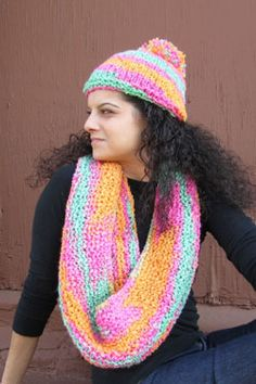 Cute hat and scarf set knitting pattern to download for free. Easy knitting pattern.