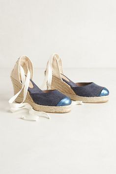 Waterfront Wedges #anthropologie Get them in white!
