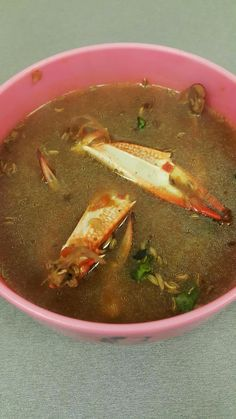 Yum Best soup for the cold winter evenings. Ingredients : For Rasam : 8 medium sized Crabs / Nandu (only their legs) pearl onio. Crab Soup, Crab Legs, Spicy, Crabs, Ethnic Recipes, Pearl, Cold, Medium, Winter