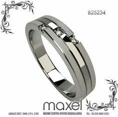 Elegante argolla de tres piezas, biselada, oro blanco con tres diamantes.